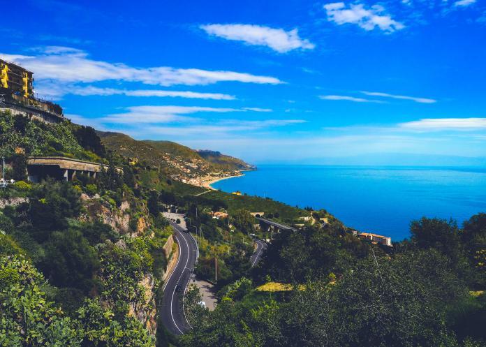 ▲義大利西西里島。(示意圖,非文中地點/取自 Unsplash )