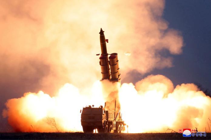 ▲北韓28日試射2枚彈道飛彈。(圖/美聯社/達志影像)