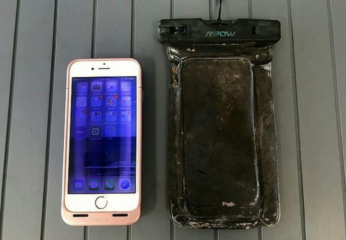 ▲裝在防水袋的 iPhone 手機。(圖/翻攝自 qiqufaxian )