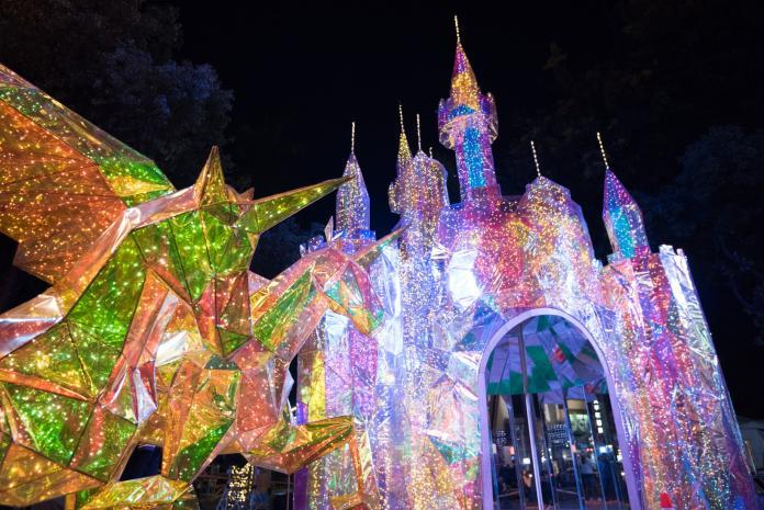 <br> ▲今年屏東聖誕節主打「金色奇幻童話世界」,籠罩在夢幻、浪漫的童話世界氛圍中。(圖/屏東縣政府提供)