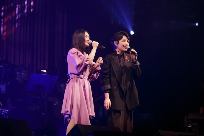 ▲徐佳瑩、魏如萱合體演唱歌曲。(圖/愛之日常音樂節提供)