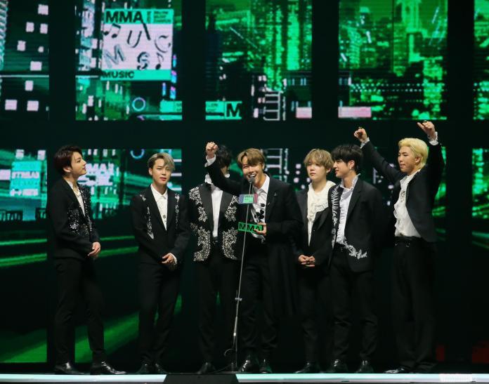 頒獎_BTS _年度歌曲、專輯、藝人 (2)