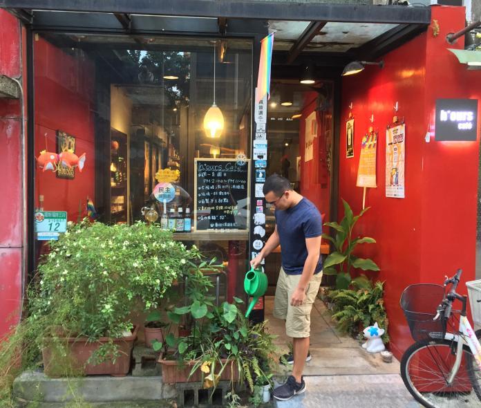 同志咖啡店熄燈/專法後卻撐不下去 20年彩虹燈塔說掰掰