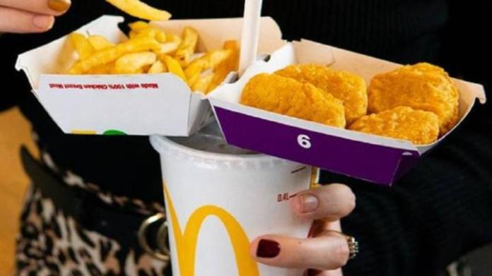 <br> ▲「單手吃麥當勞」方法。(示意圖/翻攝自網路)