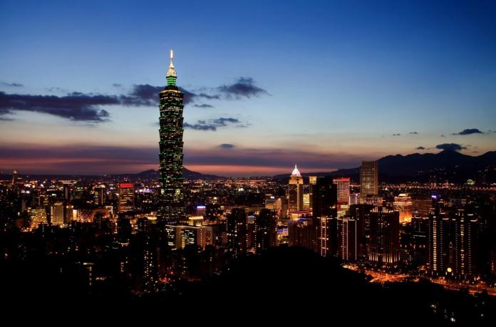 ▲一名網友在 PTT 女孩版表示,台北房價、物價極高,卻還是有許多人選擇居住台北,不禁好奇詢問台北是否真為宜居城市?貼文立刻引發網友熱議。(示意圖/翻攝自 Pixabay )