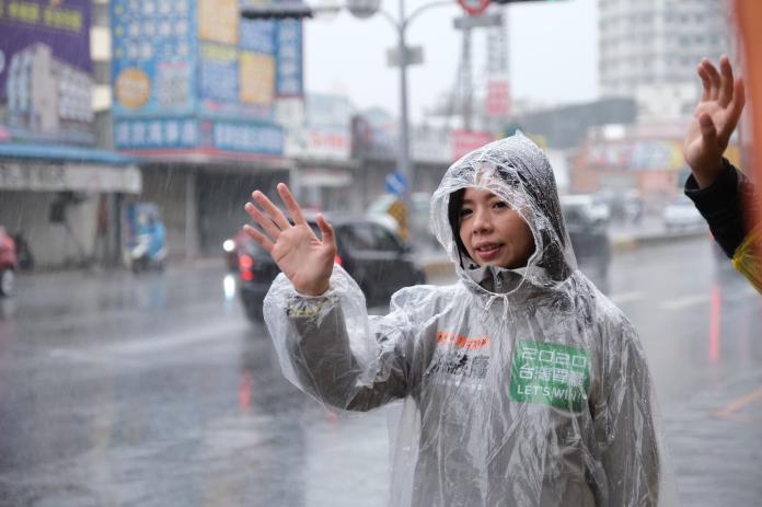 洪慈庸被影片「抹黑」攻擊 以成績平反