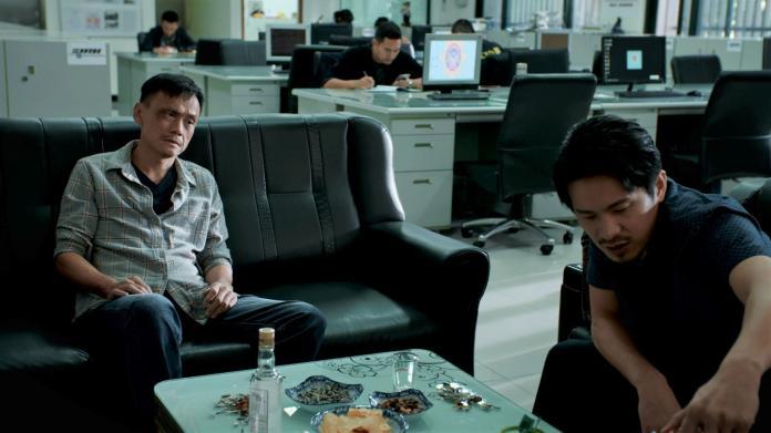 <br> ▲陳以文、姚淳耀飾演社會記者,在警局裡跑新聞。(圖/公視提供)