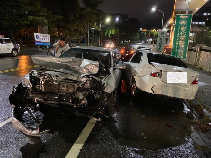 影/彰師大寶山校區前驚傳5車連撞 現場一片狼藉
