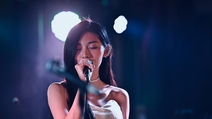 ▲祈錦鈅的最新的翻唱歌MV 〈不敢哭〉上線。(圖/固力狗娛樂提供)