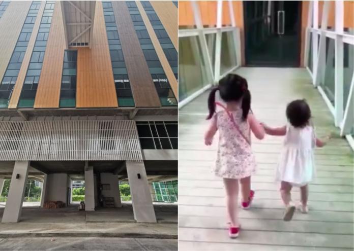 據悉,當時全家人到馬來西亞沙巴州兵南邦遊玩,剛從位於5樓的餐廳用完餐,當她拿著攝影機錄下兩個女兒的身影,其中1人突然消失,母親探頭往下看,悲慟難耐,趕緊拉著大女兒向後退。(圖/翻攝自影片)