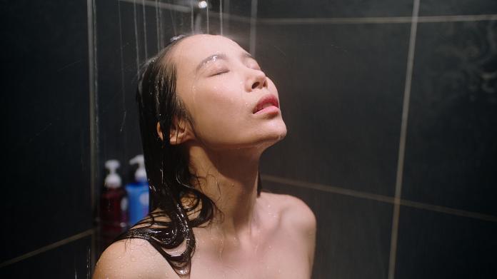 茵茵豁出去啦!「全裸淋浴戲」一格一格拍出來