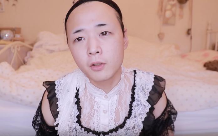 上月,一名日本中年大叔分享化妝示範影片,短短20分鐘的功夫,鬍鬚大叔竟變成了超可愛正妹,驚艷眾多網友。(圖片翻攝自YouTube: ひめにぃ様)