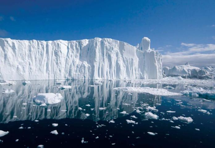 ▲北極冰川受到全球暖化影響快速消融。(圖/翻攝自 Britannica.com )