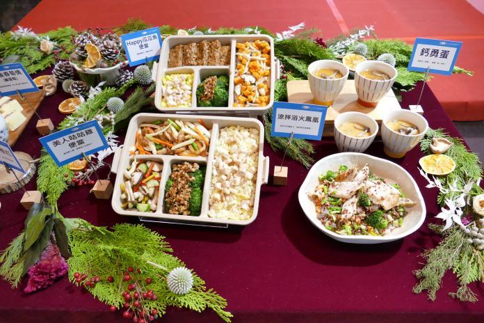 <br> ▲14道結合地方特色農產的佳餚,由高年級設計師提供餐食製備的經驗,年輕設計師們則提出時下潮流新意,激盪出師徒制般的共創共學。(圖/新北衛生局提供)