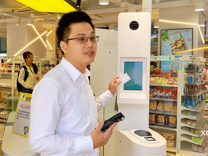 ▲高雄出現首家未來超商,「X-STORE 3」位於三多商圈。(圖/記者陳美嘉攝)