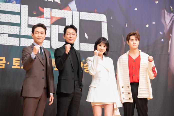 由左至右:吳正世、南宮珉、朴恩玭、趙炳圭