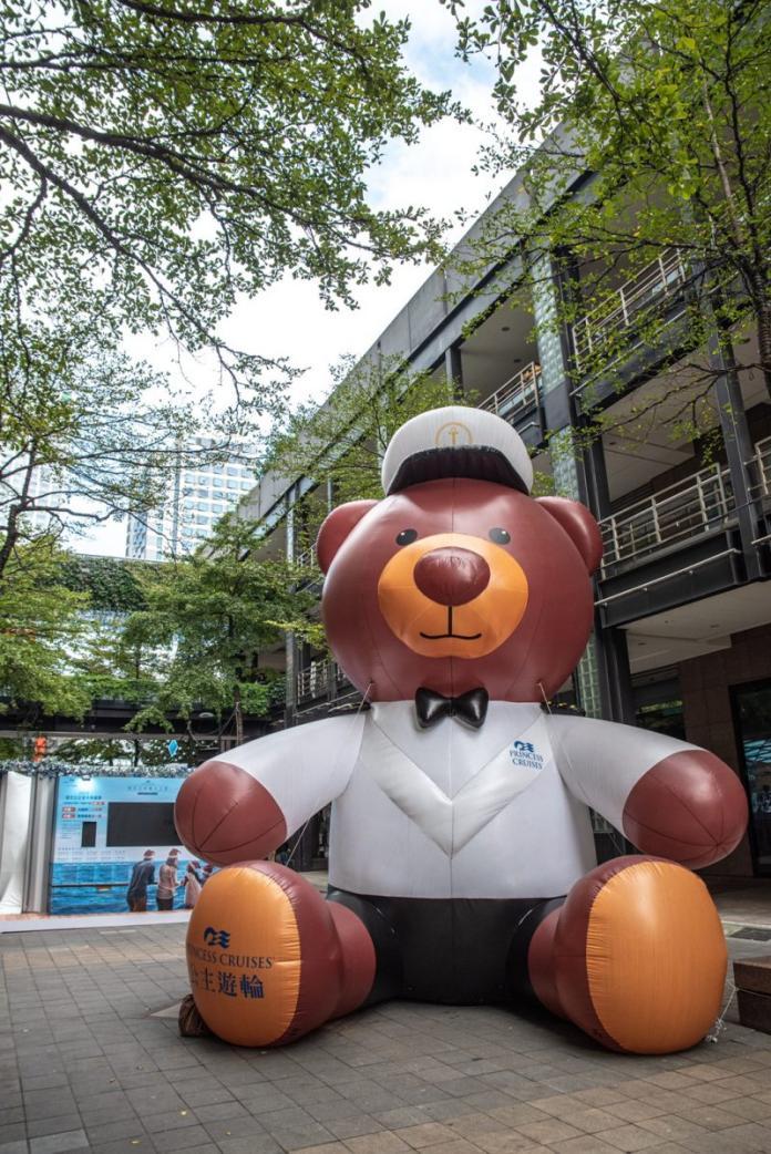 <br> ▲公主遊輪人氣吉祥物-6公尺高的巨型史丹利熊氣球,首次登陸臺北街頭超吸睛,讓不少消費者駐足排隊拍照!(圖/資料照片)