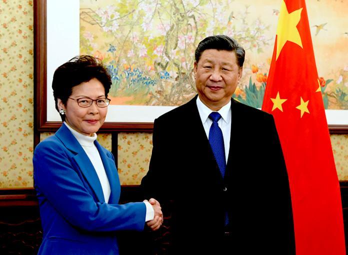 ▲香港特首林鄭月娥、中國國家主席習近平。(圖/翻攝自《香港 01 》)