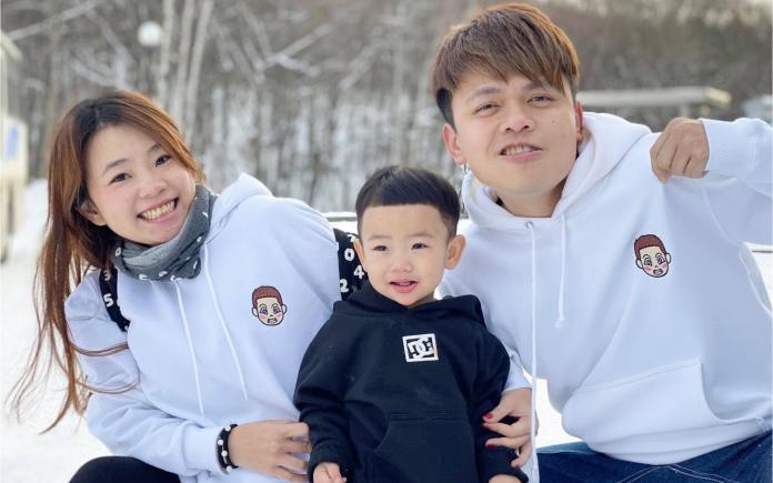 ▲ 蔡阿嘎和老婆二伯結婚3年,育有一子蔡桃貴。(圖/ 翻攝臉書)