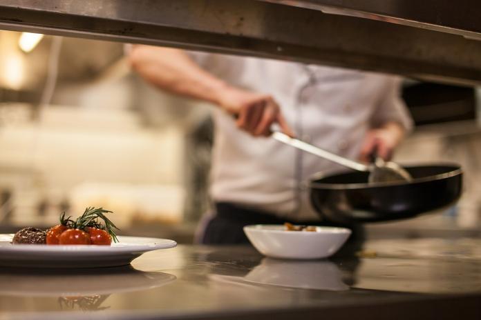 沒<b>煮菜</b>經驗該學哪道料理?老饕推「2美食」:簡單好上手