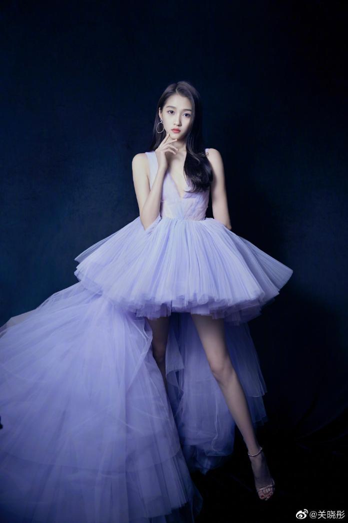 ▲關曉彤與鹿晗官宣後人氣更旺。(圖/微博)