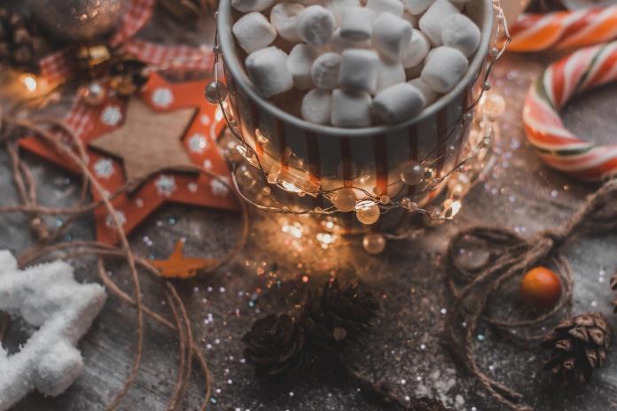 <br> 據悉,現場備有具東南亞與臺灣特色之糖果餅乾及DIY薑餅屋材料包,由聖誕臺客及講師指導新住民朋友共同完成薑餅屋作品。(示意圖/pixabay)