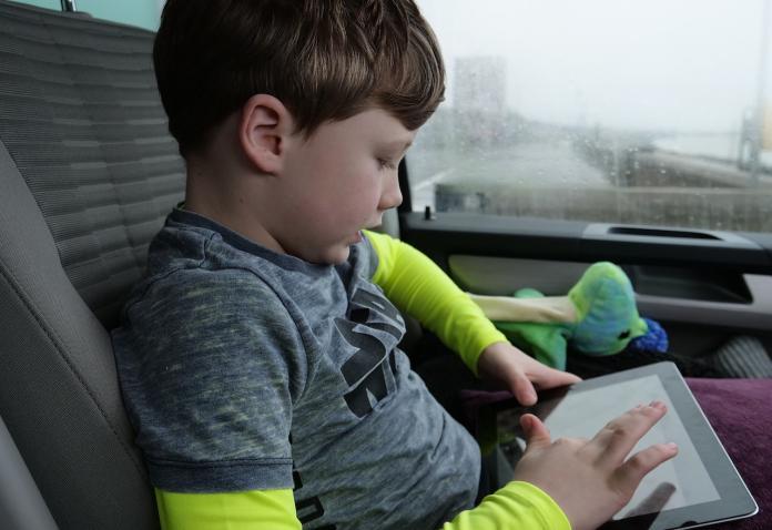 網紅重新形塑現代價值觀 六成學齡前幼童沈迷YouTube