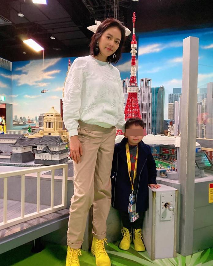 ▲劉香慈也帶兒子來觀看恐龍秀。(圖/翻攝劉香慈臉書)