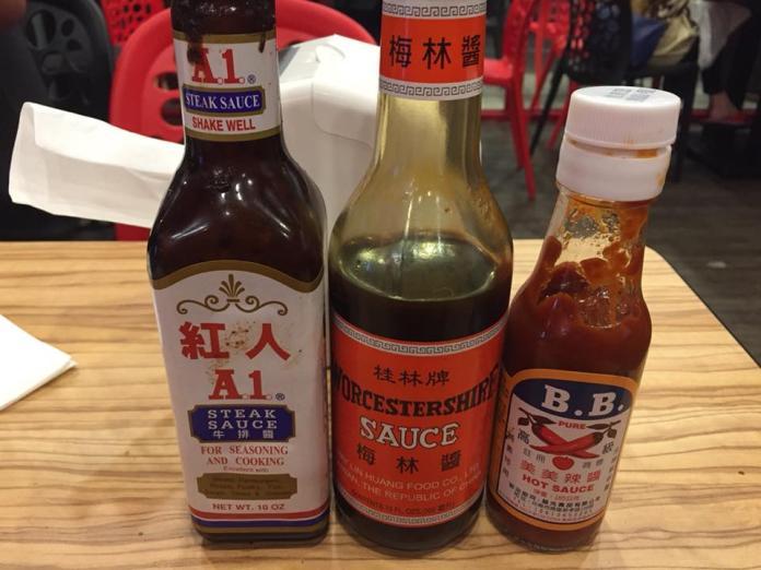 <br> ▲許多鄉民認為, A1 醬汁酸酸的味道極搭台式牛排,而其他常見醬汁也有愛戴者。 (圖/爆廢公社)