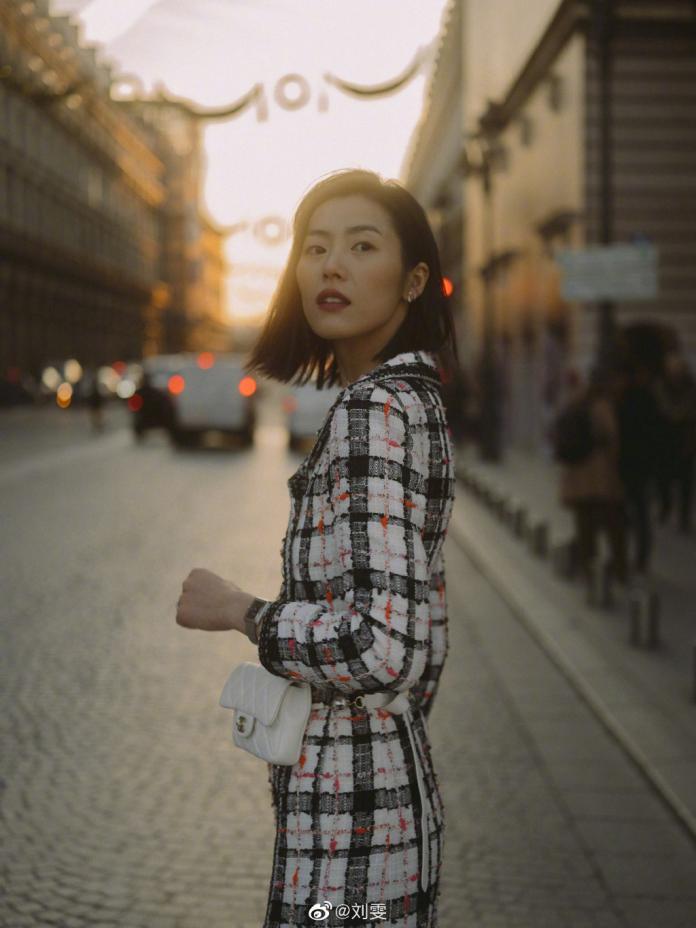<br> ▲劉雯被《紐約時報》評為「中國第一個超模」。(圖/ 翻攝微博)