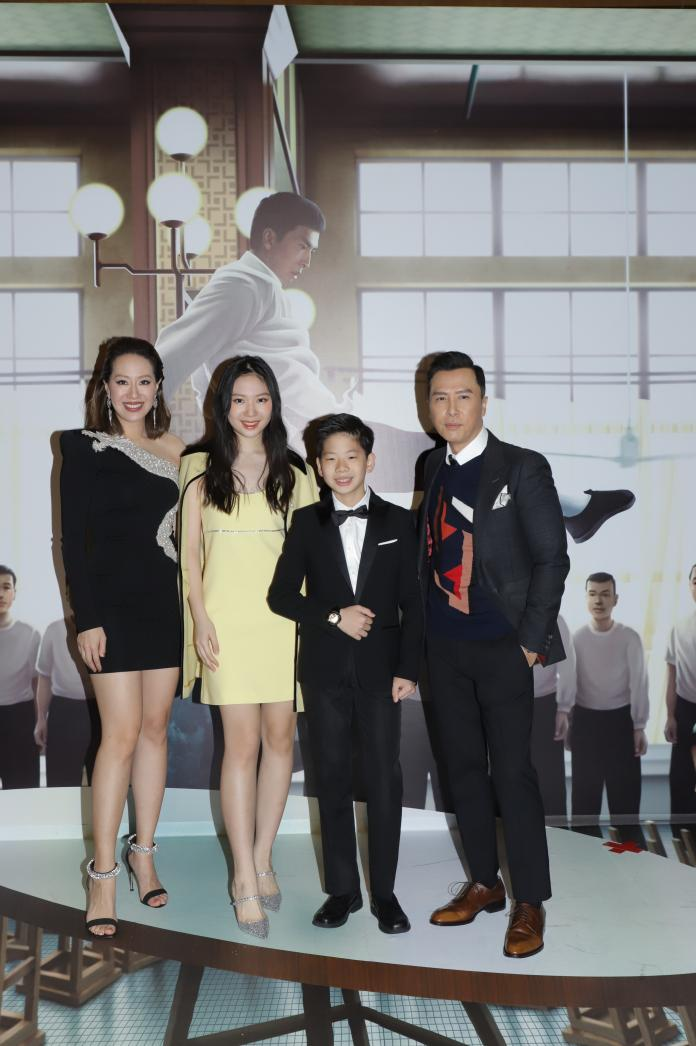 ▲甄子丹一家四口參加香港首映。(圖/華映)