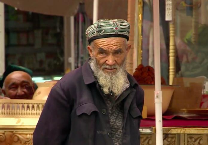 ▲英國媒體報導指出,新疆第二大城面臨到人口大量遷出的問題。(圖/翻攝自《半島電視台》影片)