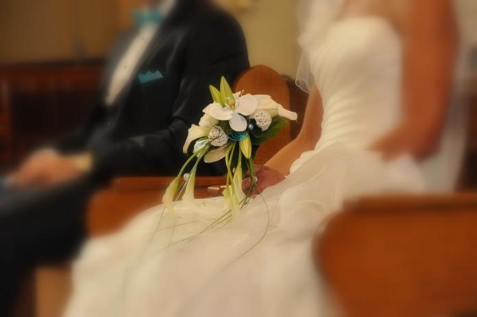 ▲馬來西亞一對結縭 30 年的夫妻,因為發現一張陳年婚紗照而離婚。(示意圖,非當事人/取自 Pixabay )