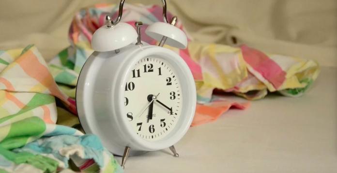 鬧鐘到底怎麼設最容易<b>起床</b>? 內行曝神設法:絕對跳起來