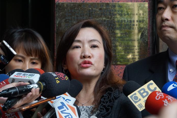 不滿韓國瑜抱<b>女嬰</b>遭抹黑 競辦告三立「意圖使人不當選」