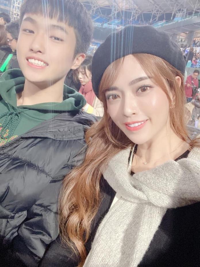 <br> ▲辣媽Mia帶兒子看五月天演唱會。(圖/翻攝臉書)