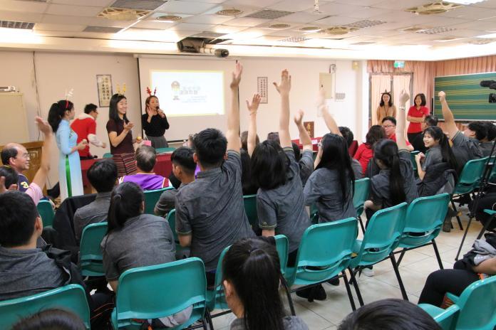 盼<b>外籍學生</b>在台打拼不「麋鹿」 移民官至高校祝賀學子