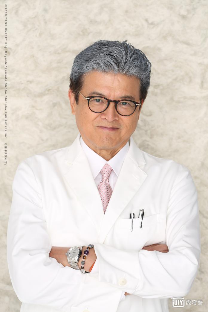 《頂級手術刀-天才腦外科醫生的條件-》三浦友和飾演今出川孝雄