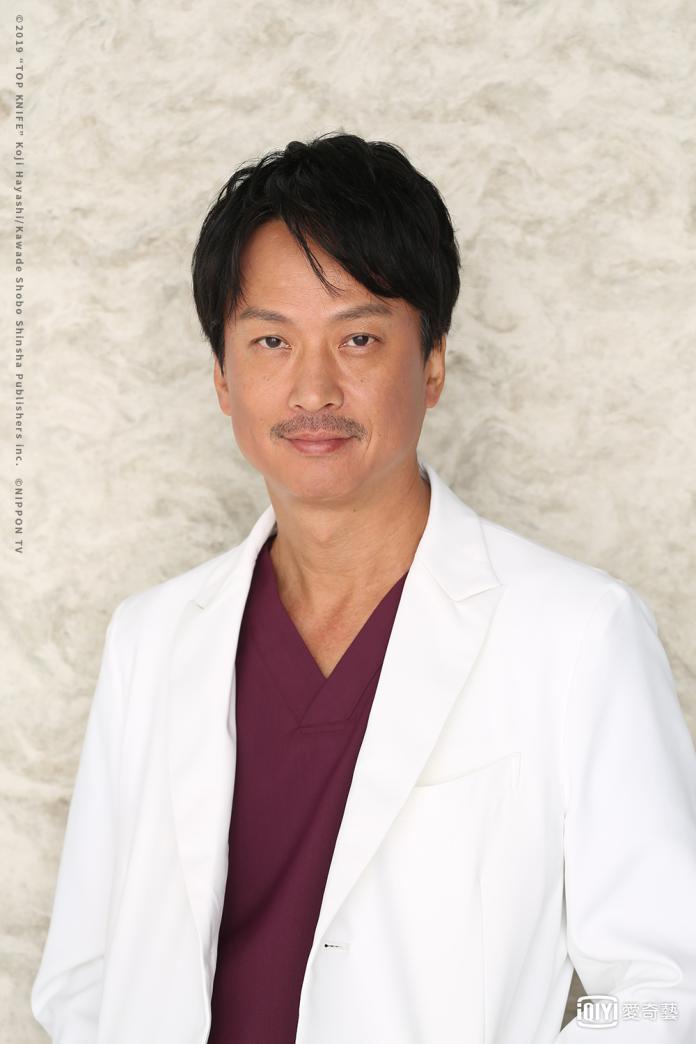 《頂級手術刀-天才腦外科醫生的條件-》椎名桔平飾演黑岩健吾