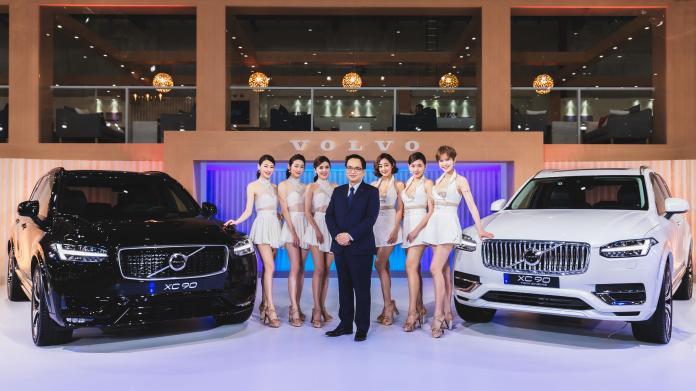 ▲國際富豪汽車總裁陳立哲先生於 2020 世界新車大展上,正式宣告 VOLVO 開創「新能源元年」決心。(圖/ VOLVO提供)