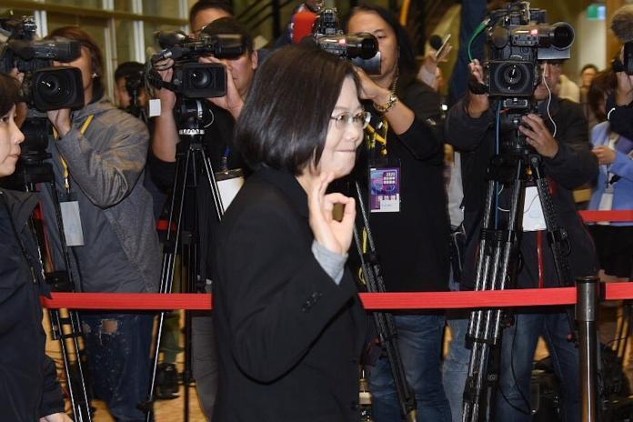 辯論交鋒!蔡英文嗆:對韓國瑜不抱任何希望