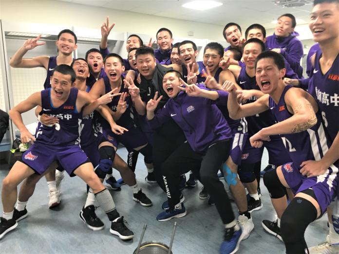 ▲HBL12強賽,南湖高中晉級後在休息室歡呼慶祝。(圖/鍾東穎攝 ,2019.12.29)