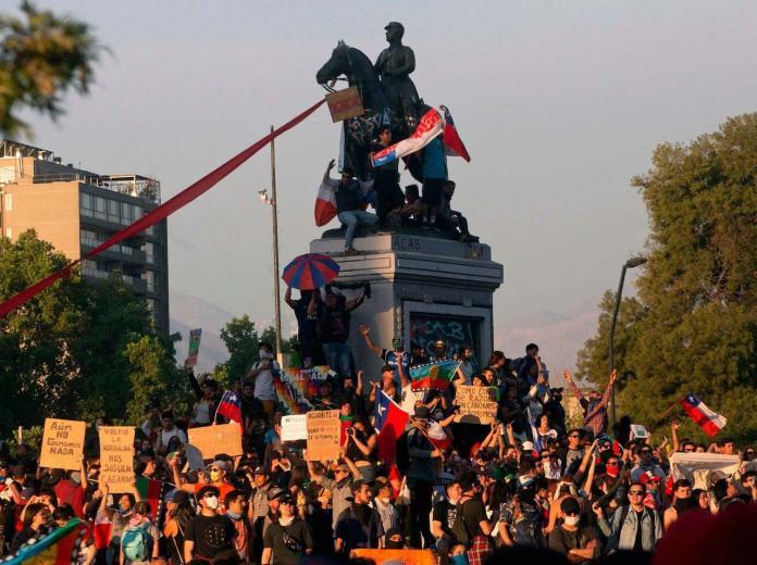 chile protest 2019:hercampus.com