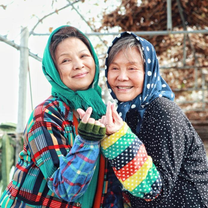▲楊貴媚和歸亞蕾(右)合演《蕃薯澆米》。(圖/齊石)