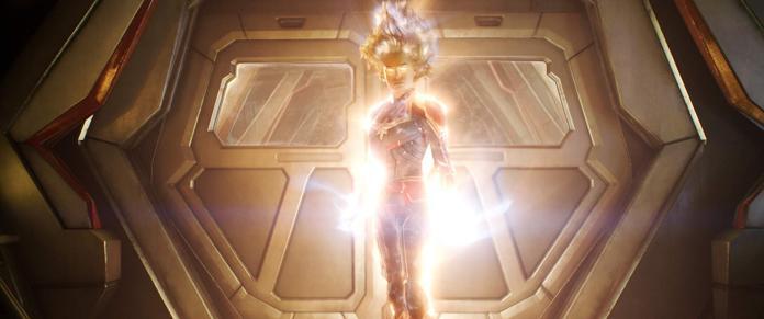 ▲史上最強漫威超級英雄「驚奇隊長」,一發功就令人目瞪口呆,噴出驚喜之淚,可以對抗薩諾斯了。(圖/劇照)