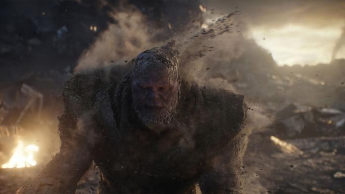 ▲薩諾斯化成灰,也代表這一代的超級英雄完成任務,要迎接新時代了。不得不為這個梟雄揪心。(圖/劇照)