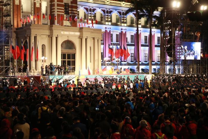 總統府元旦升旗 <b>三軍儀隊</b>精彩表演迎接新年