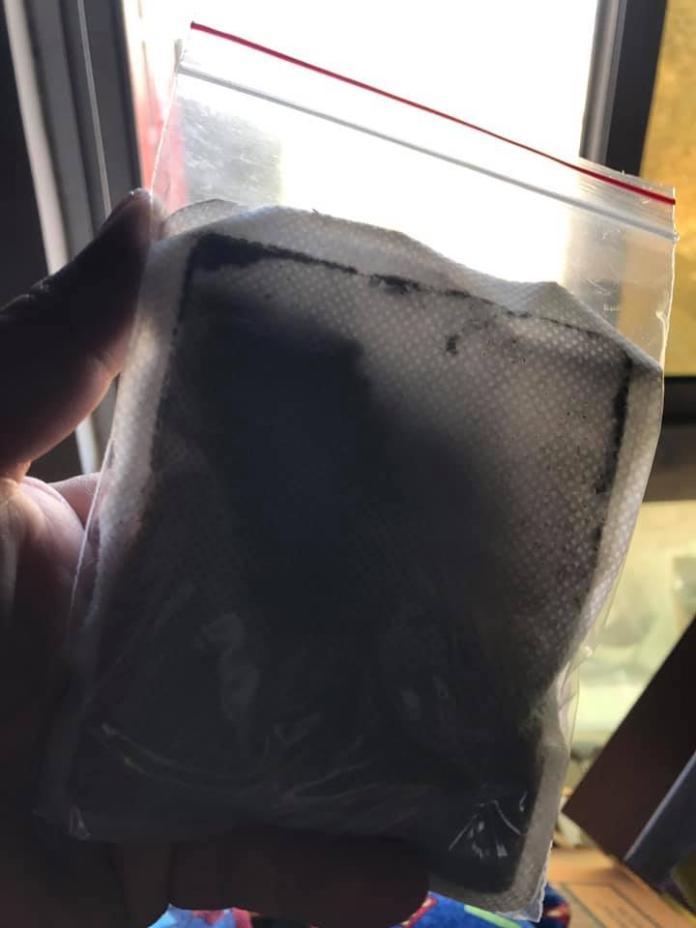 <br> ▲把暖暖包密封在夾鏈袋裡,可以延長壽命。(圖/翻攝自臉書)