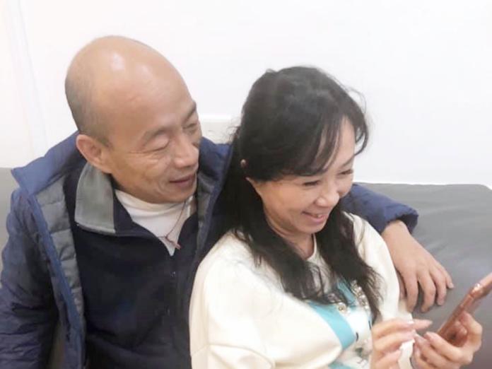 韓國瑜和李佳芬在臉書「曬恩愛」照片。( 圖 / 翻攝韓國瑜臉書)