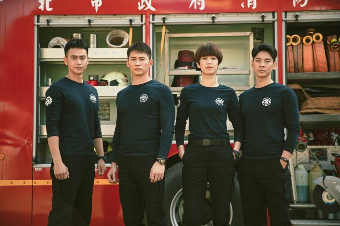劉冠廷(左二)溫昇豪(左一)陳庭妮(右一)林柏宏(右二)